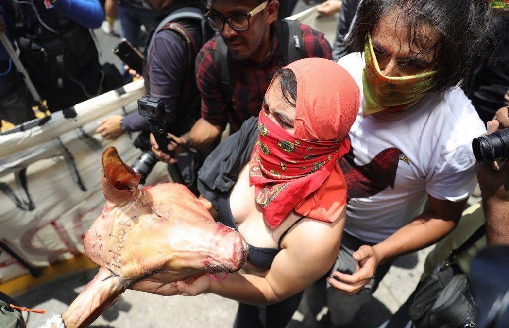 鏡頭背後/當攻擊女性成社會常態?墨西哥連爆「警察性侵案」 | 轉角國際 udn Global