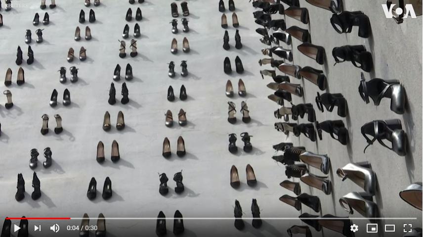 為逝去的妳擺一雙鞋 土耳其藝術家用440雙高跟鞋紀念2018年因家暴而死的女性   DQ 地球圖輯隊