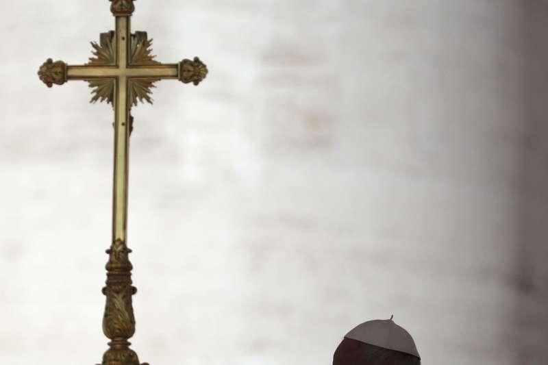 梵蒂岡教育文件聲稱性別不能選擇、「男女生物互補是為了生育」 天主教同志平權組織砲轟:過時觀念!-風傳媒