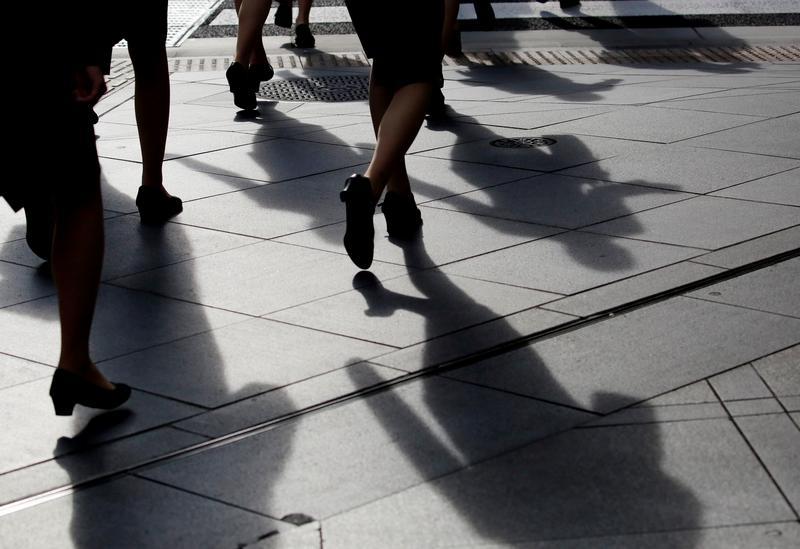 【精選書摘】《瀕窮女子》:不只是窮忙,非典工作背後負面連鎖效應 – 報導者 The Reporter