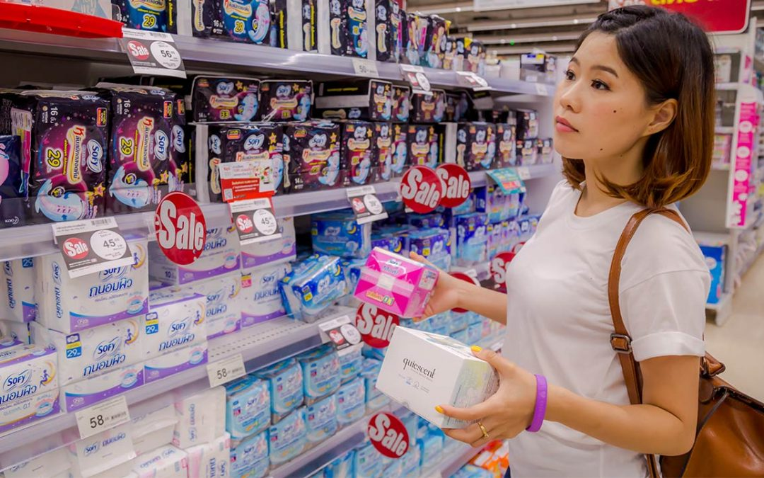 月經來很丟臉嗎?你是否也曾想過:為何女性買衛生棉要躲躲藏藏?|裘心慧/讀者投書|換日線